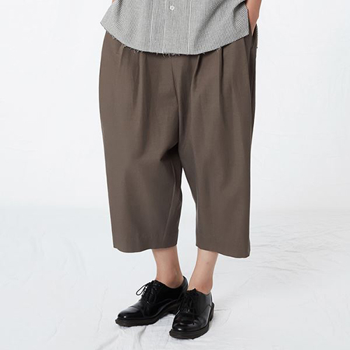 [리릭] COTTON BLEND 3-TUCK SHORTS BROWN (WOMEN)