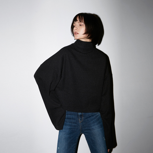 [호웰] HOWELL CROP TURTLENECK