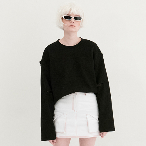 [비에이블투] Fake Off Shoulder T-shirts (BLACK)